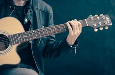 CDが売れない時代に音楽アーティストはどう稼ぐ?